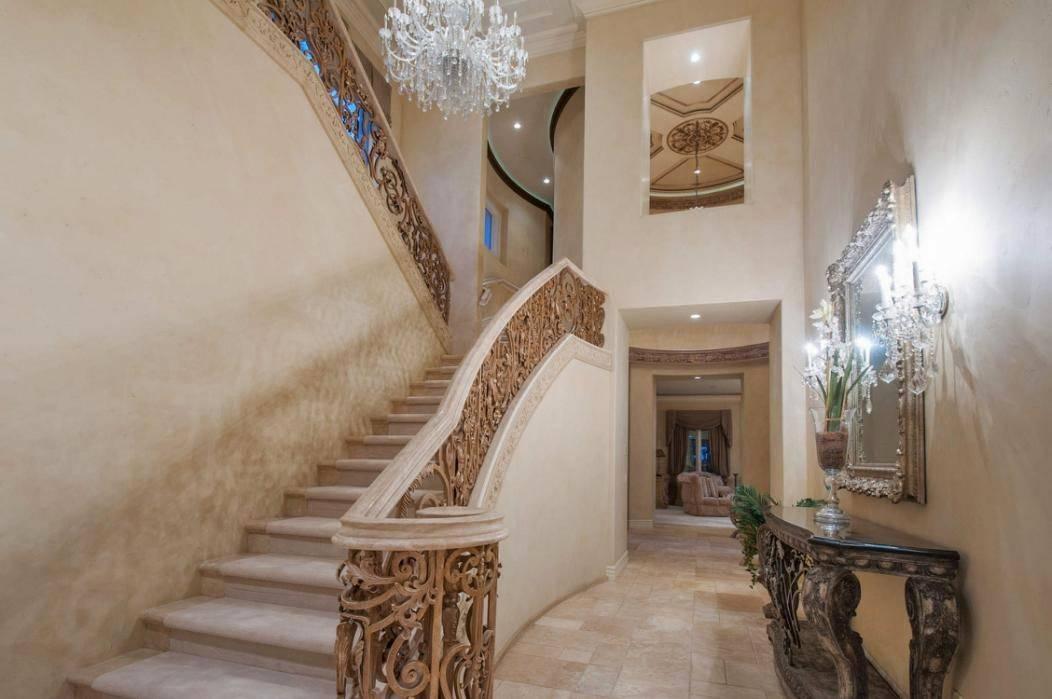 kobe-bryant-mansion-foyer