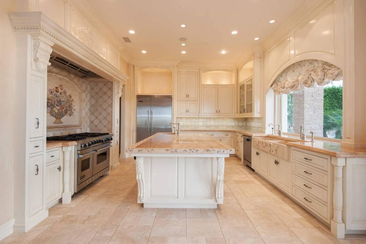 kobe-bryant-mansion-kitchen