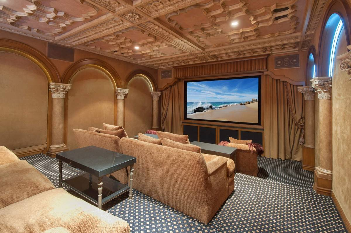 kobe-bryant-mansion-movie-theater