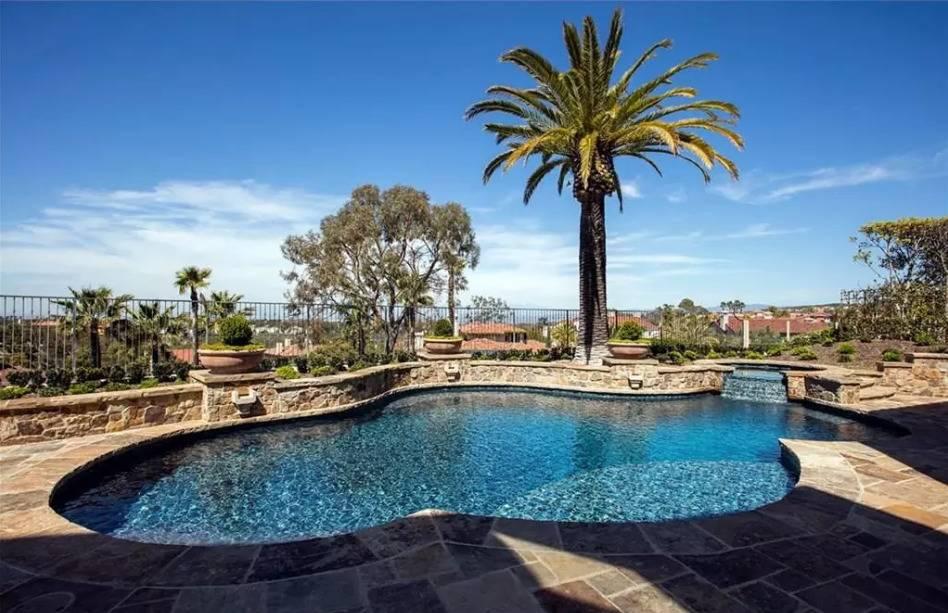 kobe-bryant-mansion-pool-1