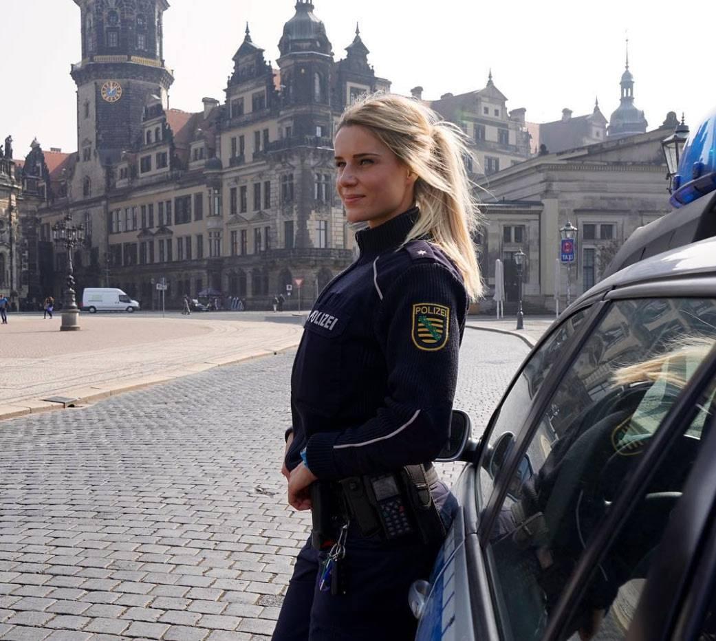 Koleszar-uniform-city