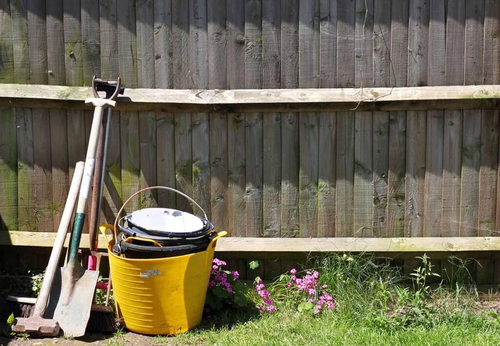 shovels-fence-39601