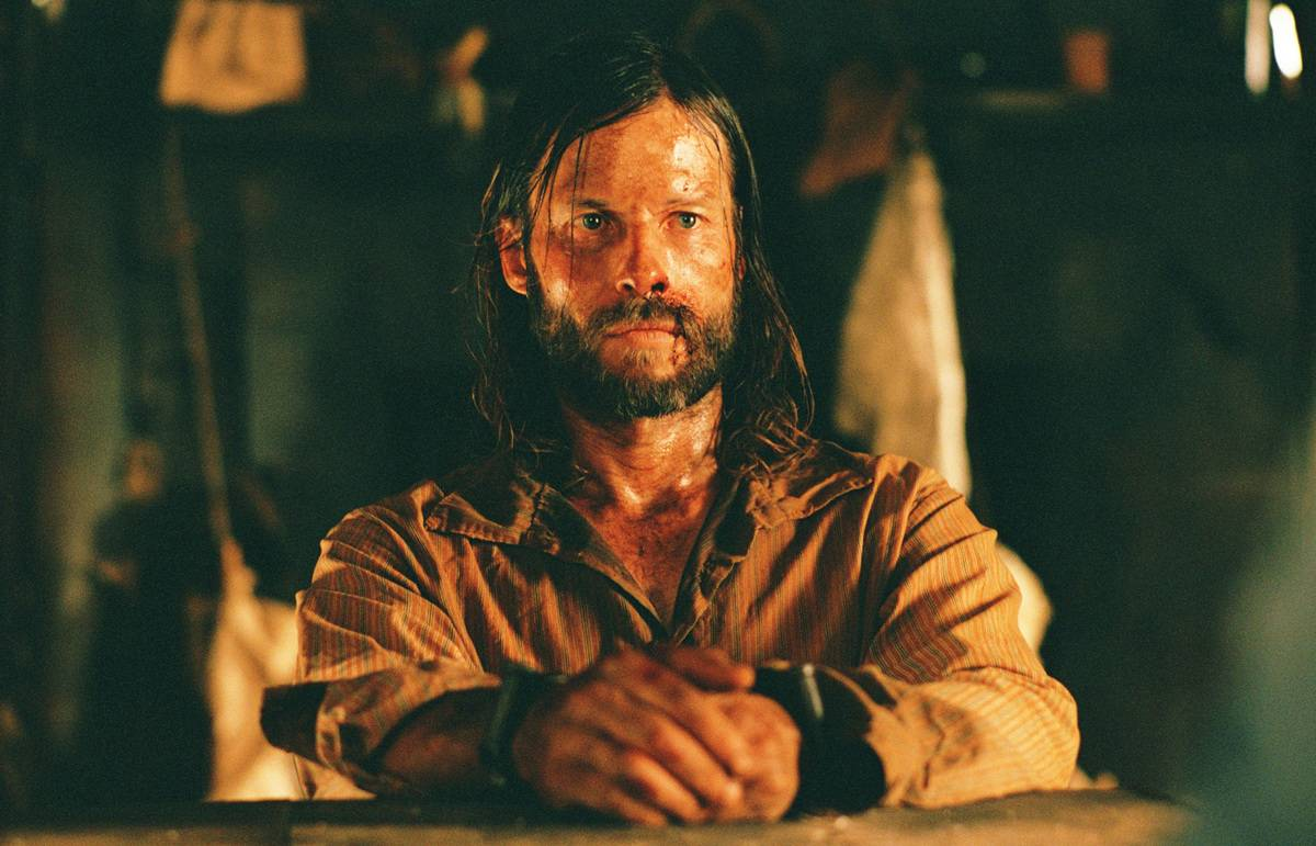 Guy Pearce in the Proposition