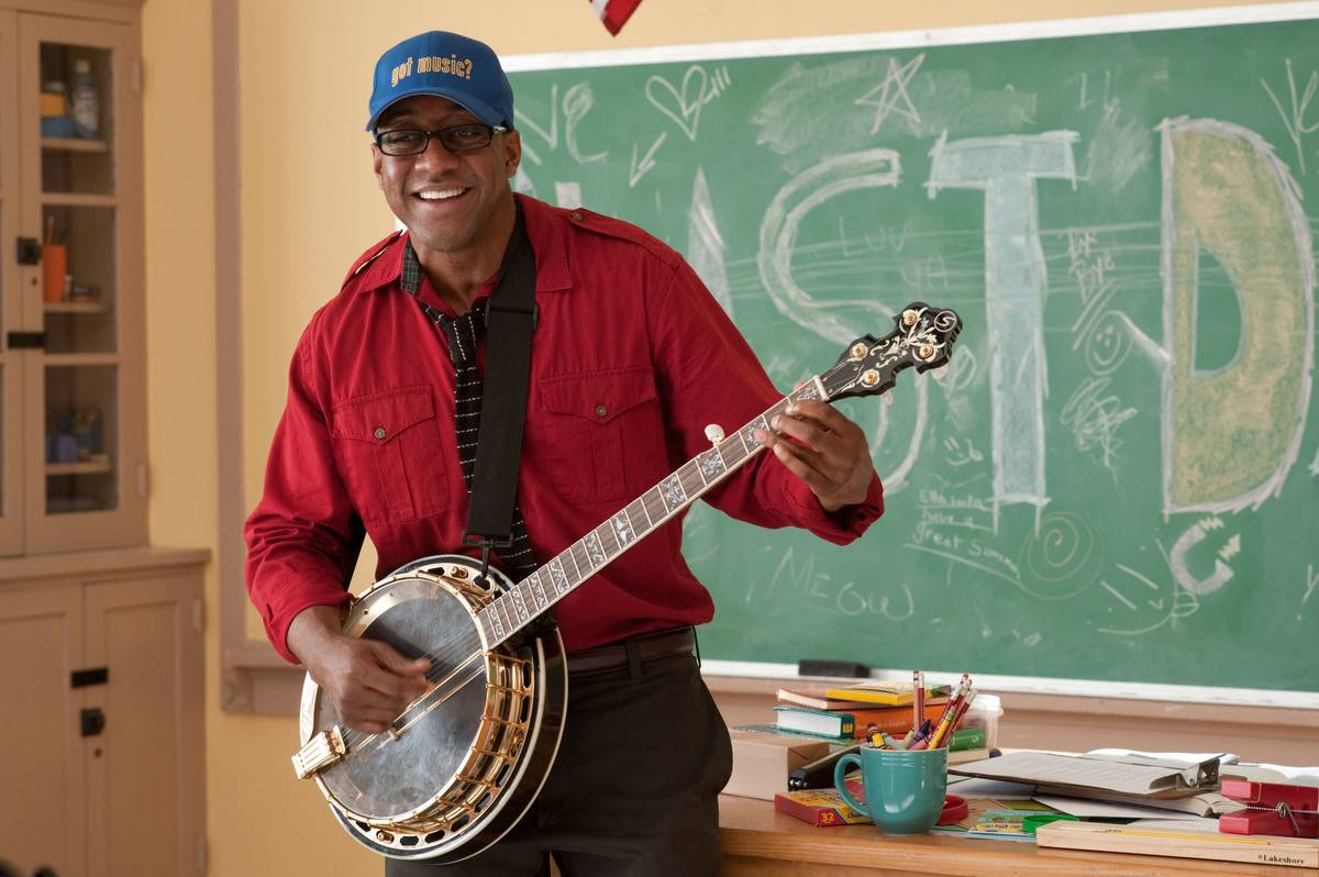 Jaleel White playing a banjo in a classroom in judy moody and the not bummer summer