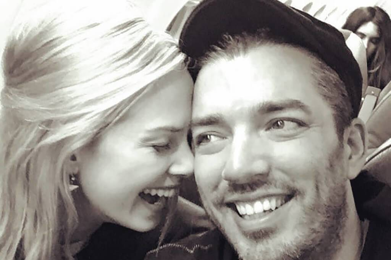 instagram-mrsilverscott-couple-flying-60434