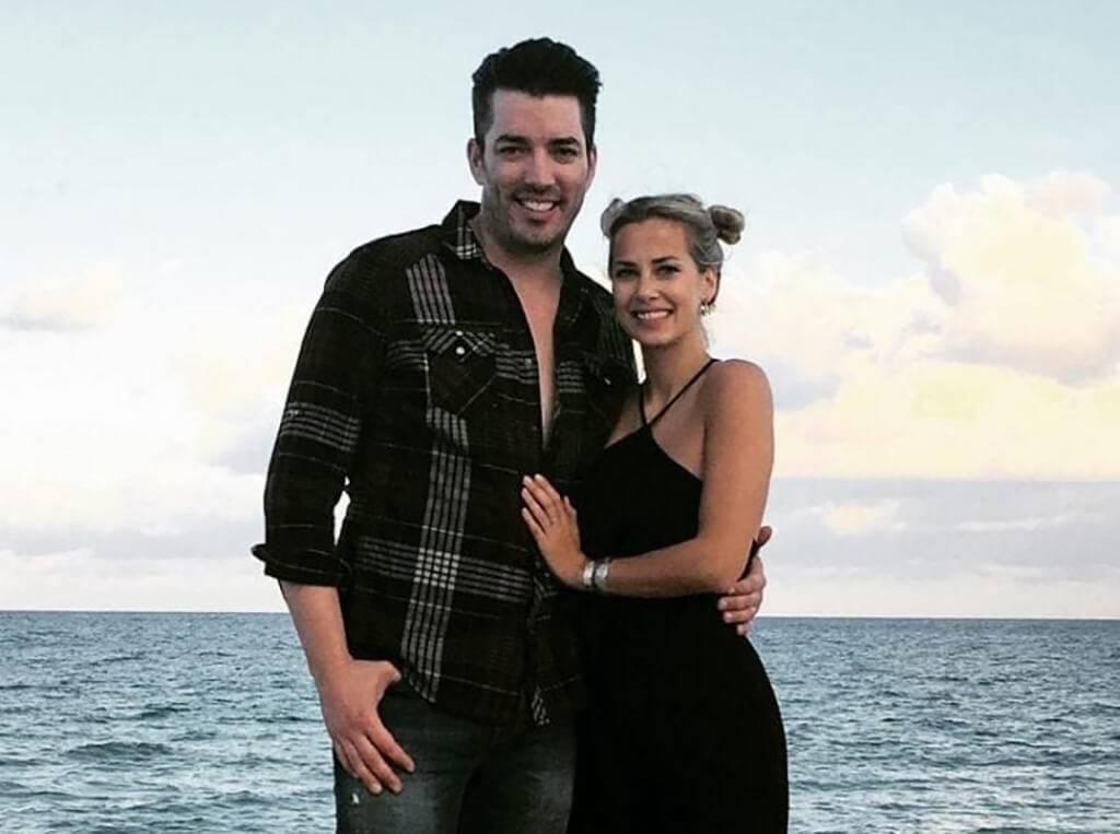 instagram-mrsilverscott-couple-on-beach-768x959-62116
