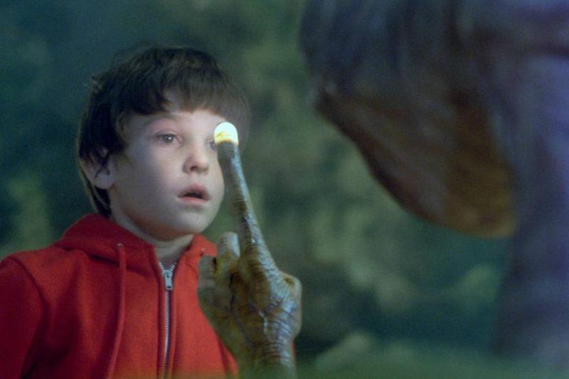E.T.'s Finger Lighting Up When He Phones Home