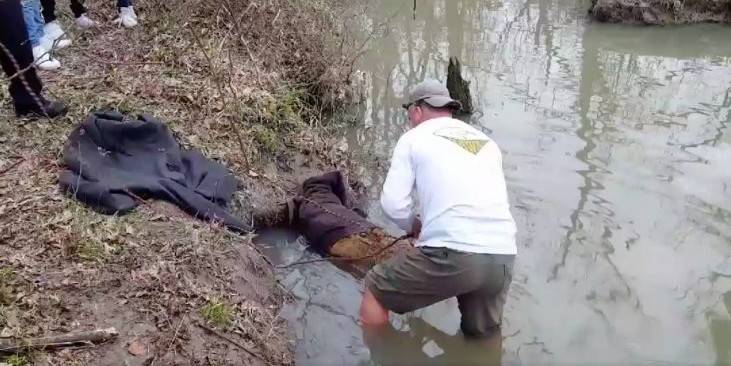 This Man Thought He Was Rescuing A Giant Beaver From The Mud, But It Turned Out To Be Something Else Altogether