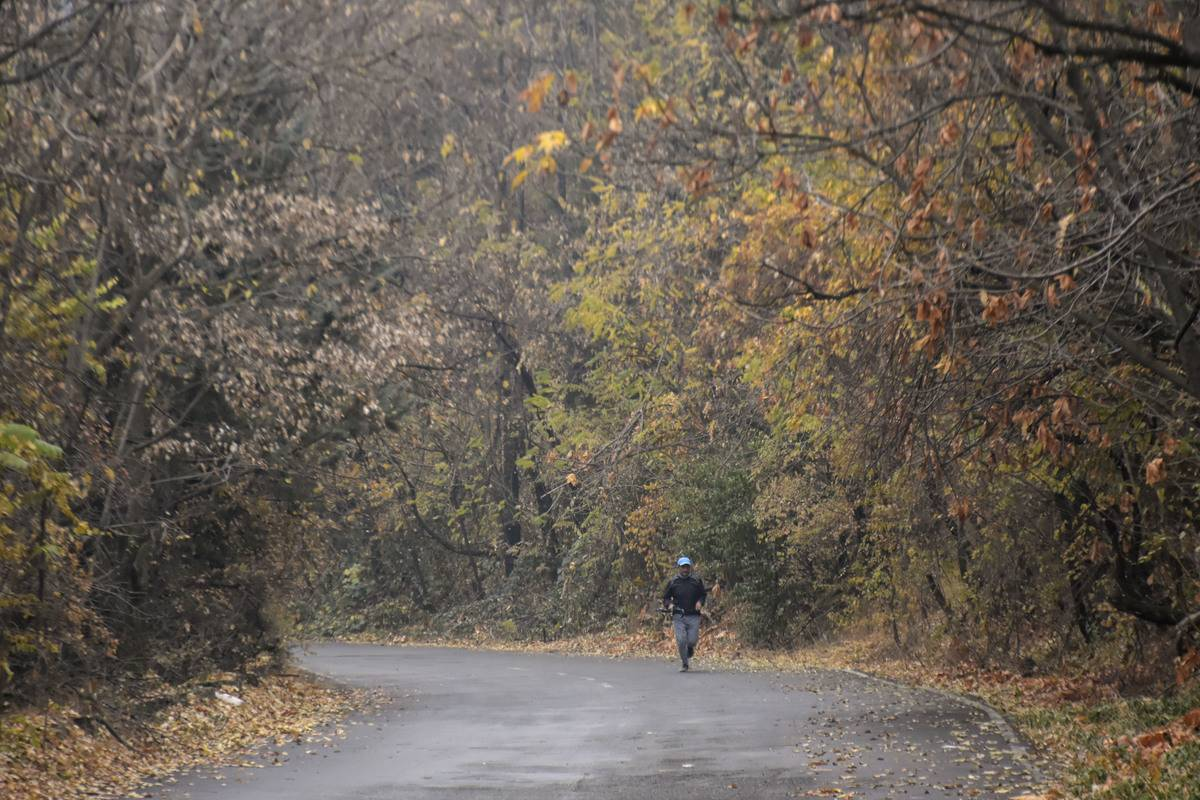 Seasons First Snowfall Received In Upper Reaches Of Kashmir Valley