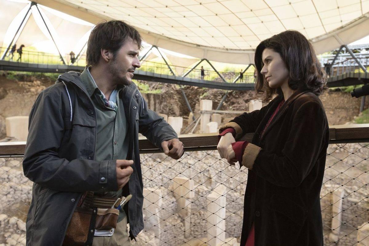 Actors in The Gift
