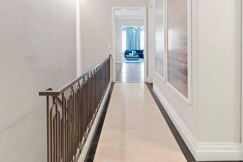 hallway-59624