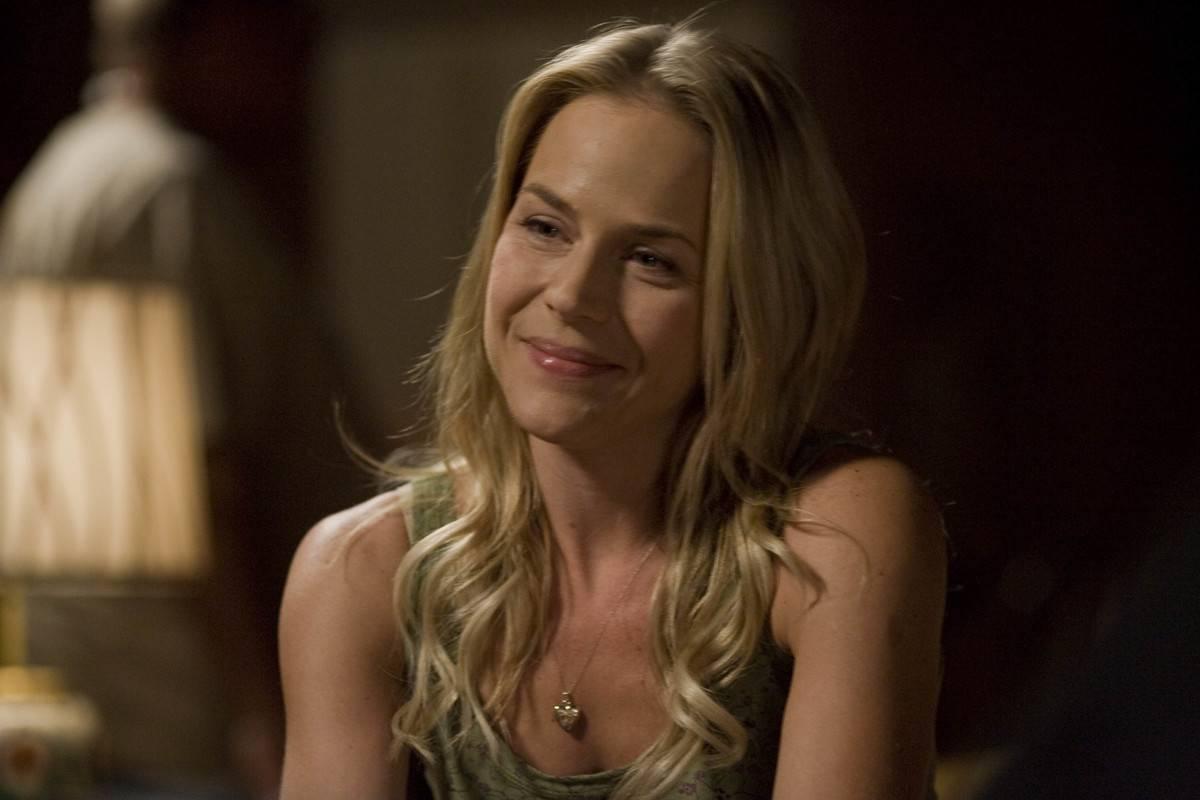 Sara Lance's Quick And Random Death On Arrow