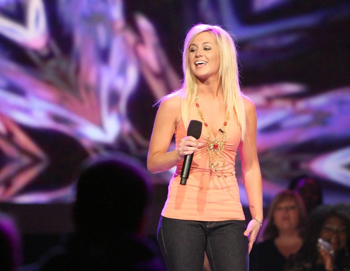 Kellie Pickler performs on American Idol.