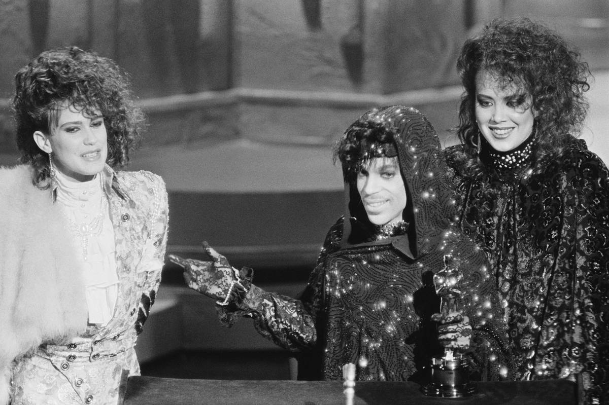 Wendy Melvoin , Prince and Lisa Coleman Accept Oscar