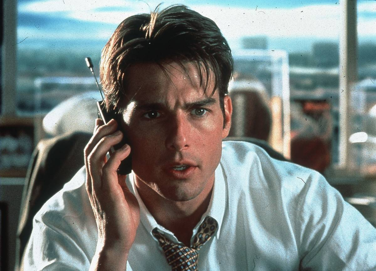 Tom Cruise talking on an old cell phone in jerry maguire