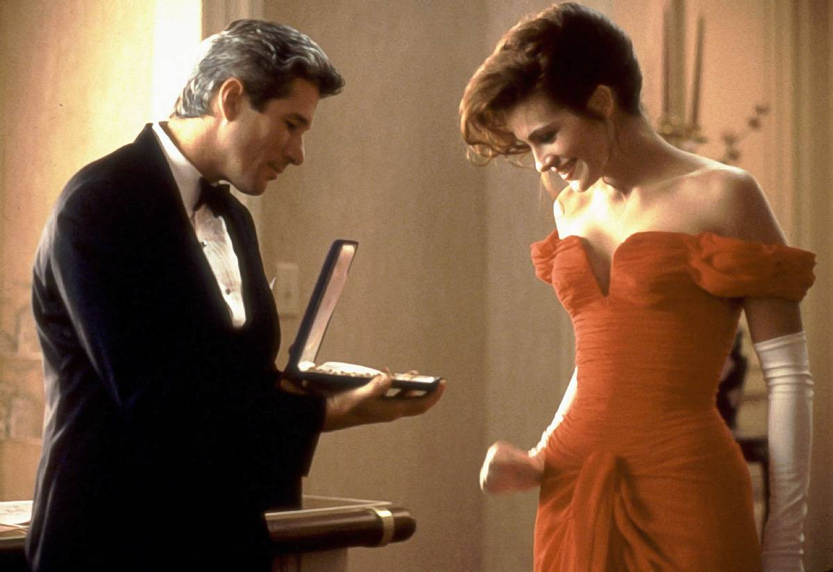 Julia Roberts and Richard Gere looking at a necklace in pretty woman