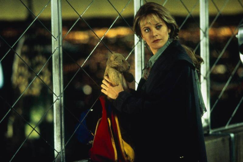 Meg Ryan holding a teddy bear in sleepless in seattle