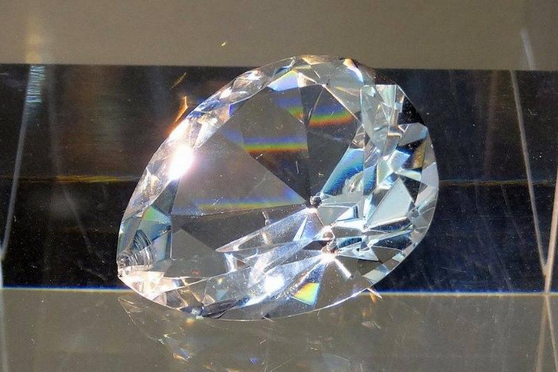 The Cullinan V Diamond (18.85 carats), cut from the original and shined, is on display.