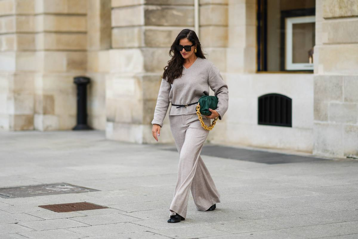 Street Style - Paris Fashion Week - Haute Couture Fall/Winter 2021/2022 : Day Two