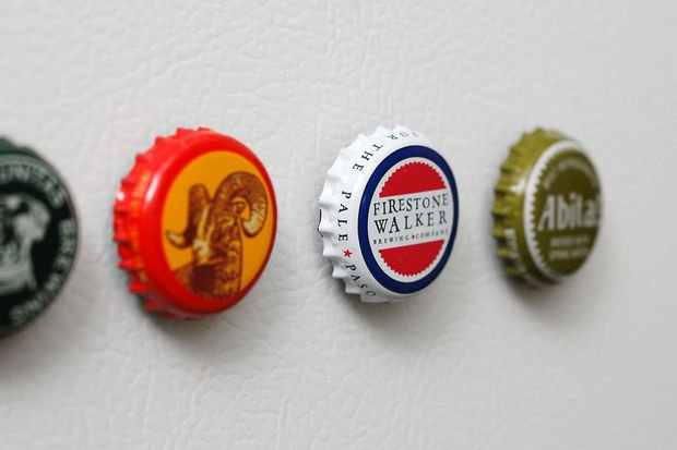 006--15-bottle-cap-magnets-645098.jpg