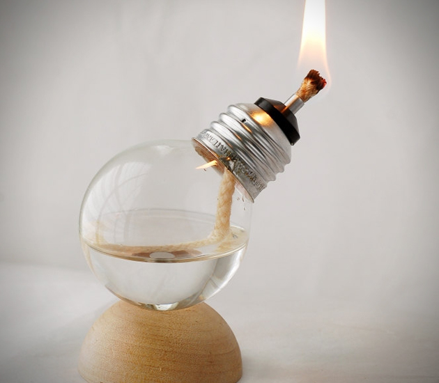 009--12-light-bulb-oil-lamp-645118.jpg