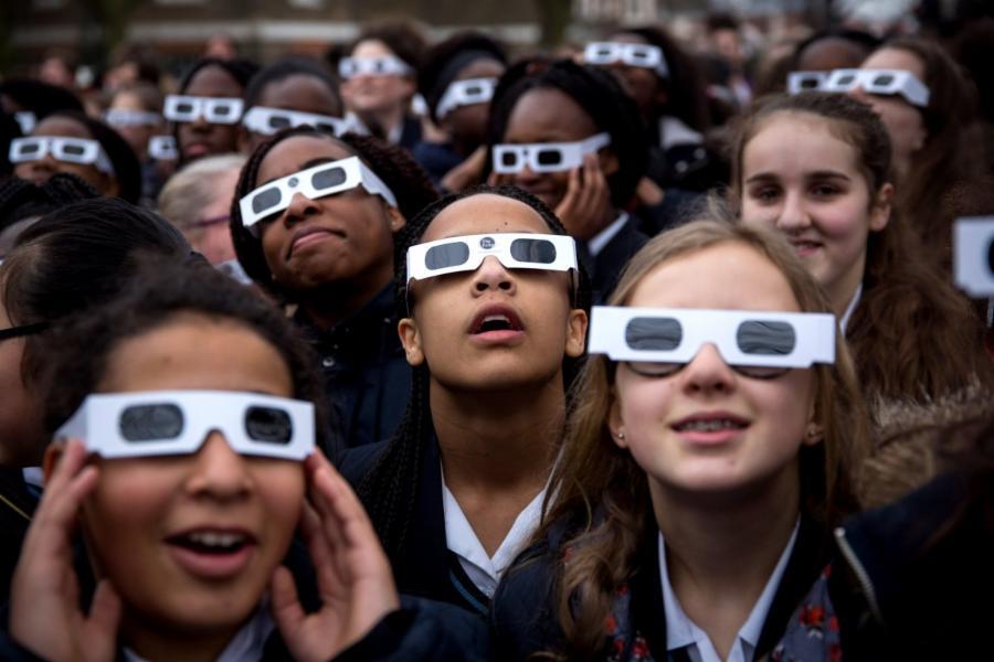 009-watching-a-solar-eclipse-a094772347bdcdfeb945b831d03bc25e.jpg