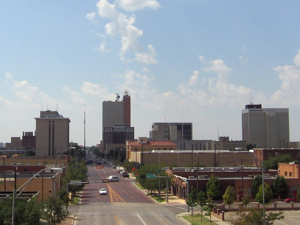 Lubbock,_Texas-Downtown_Lubbock_from_I-27_2005-09-10.jpeg