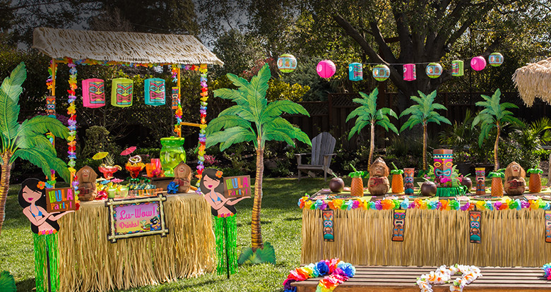 Have A Backyard Hawaiian Luau As Summer Party Of Course You Will Need To Provide Everyone With Leis Or Can Even Make Your Own By Stringing Flowers