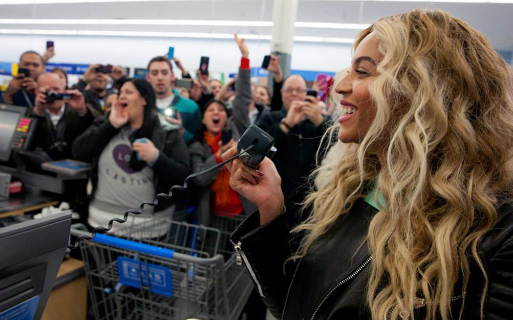Beyonce Gives Generously While Shopping at Walmart