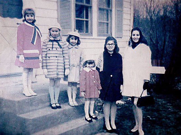 006-the-perron-family-1217900.jpg
