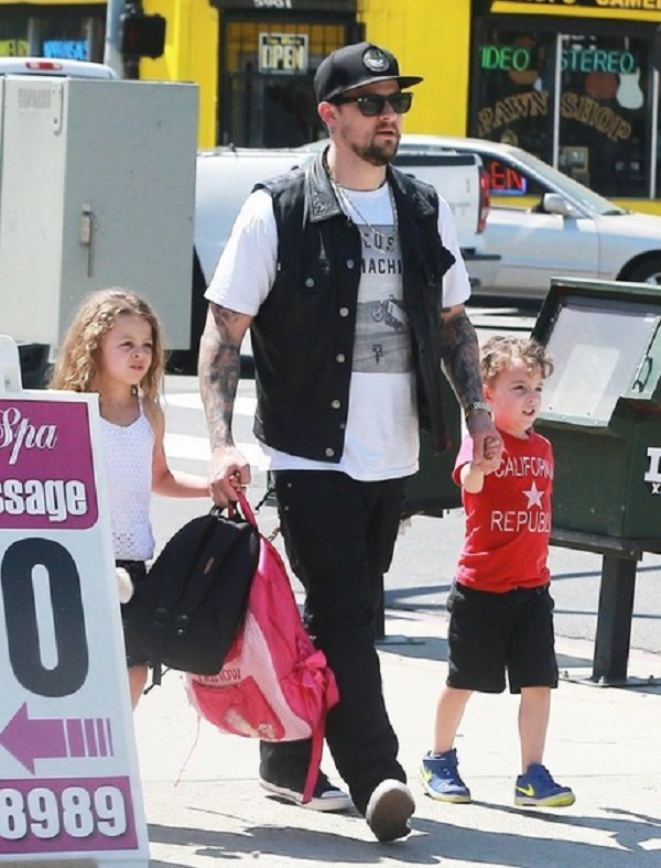 Joel+Madden+Takes+Children+Lunch