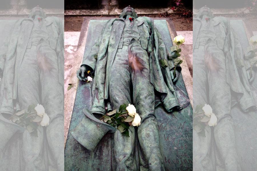 Victor Noir's Tomb: Père Lachaise Cemetery, Paris, France