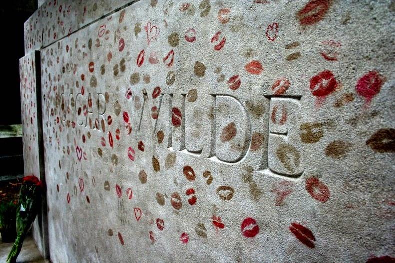 Oscar Wilde's Tomb: Pére Lachaise Cemetery, Paris, France