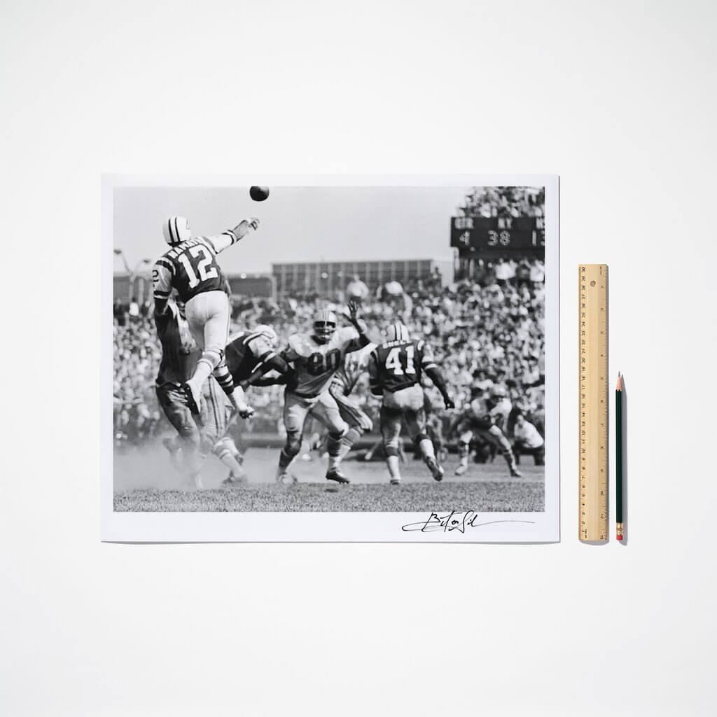 PIX0292-joe-namath-leaping-signed-16x20_1024x1024.jpg
