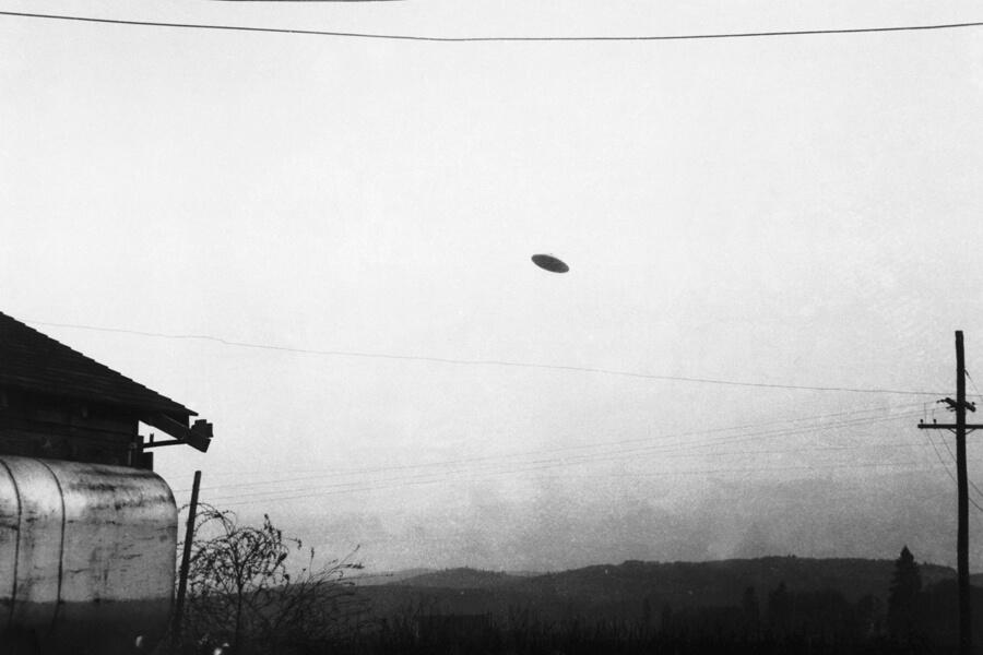 ufo over farm.jpg