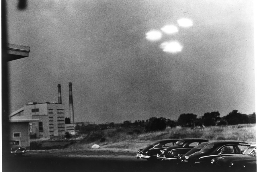 ufo over salem.jpg