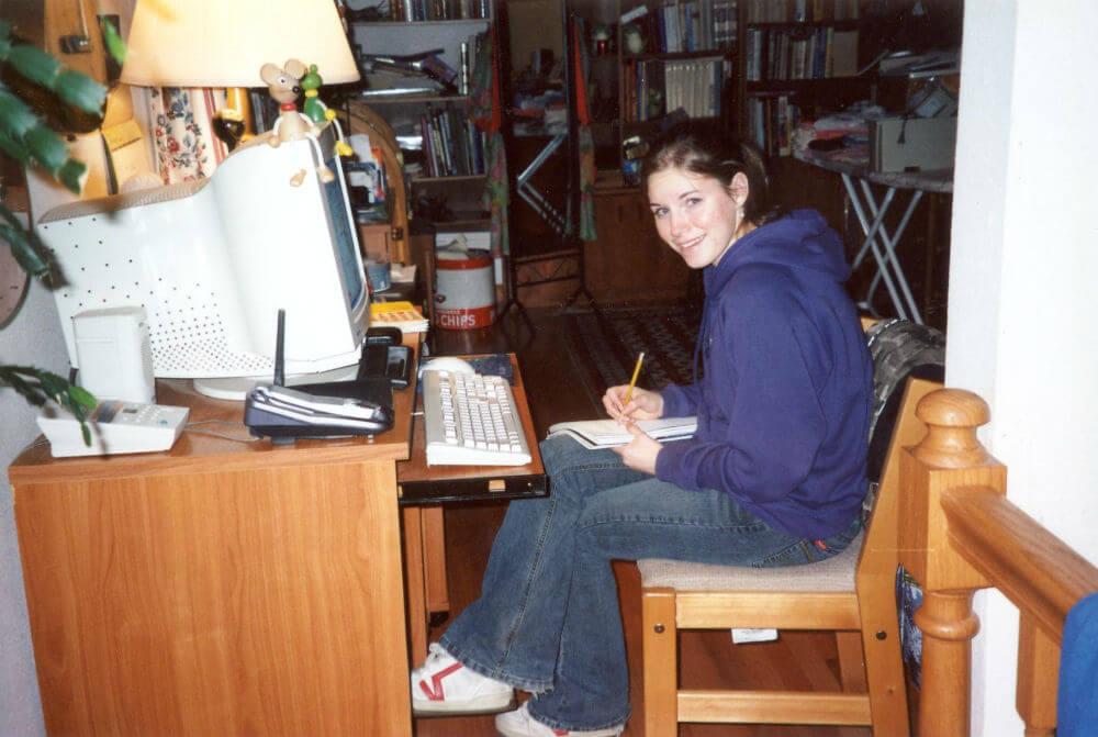 Amanda Knox at Desk.jpg